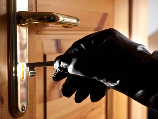 Действия воров при выборе квартиры, подготовке ко взлому и проникновению.Советы безопасности